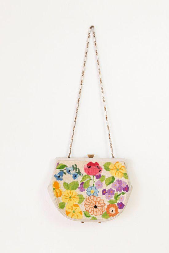 Love this vintage floral purse!