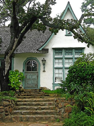 Obers is a Comstock built cottage of Carmel-by-the-Sea.  Built in 1925, the combination of Comstock adobe brick, Carmel stone and hand carved trim makes it truly a work of art.
