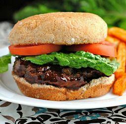 BBQ Chicken Burgers #BBQ #Chicken #Dinner #Meal