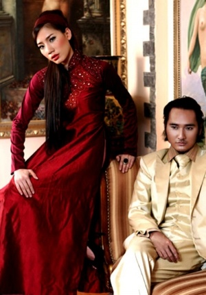 I rarely see #aodai being made in this deeper red fabric.