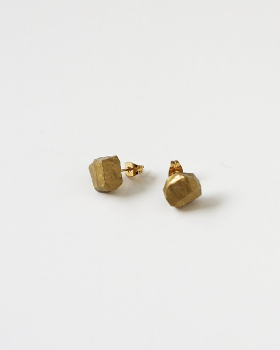 Gorgeous gold geo ear rings!