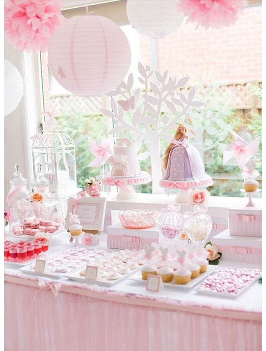 """Girly birthday party's """"Tangled Enchanted Garden Party"""" ???????? love this."""