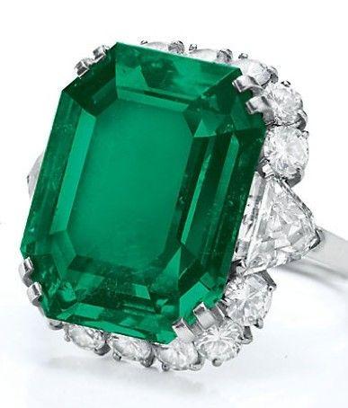 Elizabeth Taylor's Bulgari emerald and diamond ring