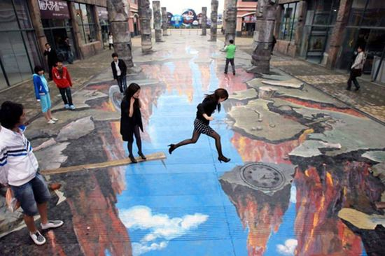 amazing 3D art on a sidewalk