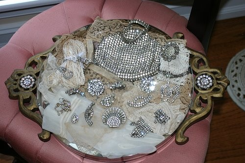 love this display of vintage rhinestone jewelry and purse...