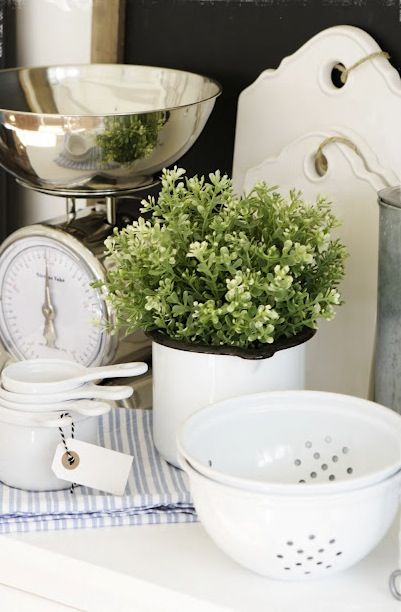 Another nice display. White and green, how pretty!