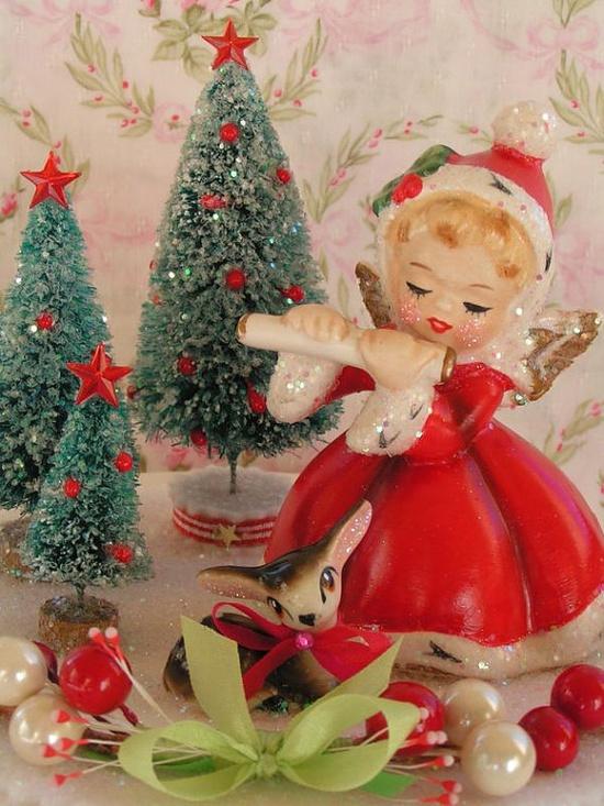 A sweetly adorable vintage Napco Christmas angel. #vintage #Christmas #decorations