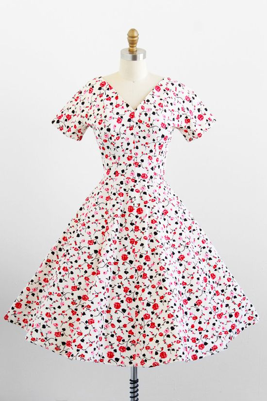 Completely love! #vintage #1950s #fashion #dress #roses #Valentines
