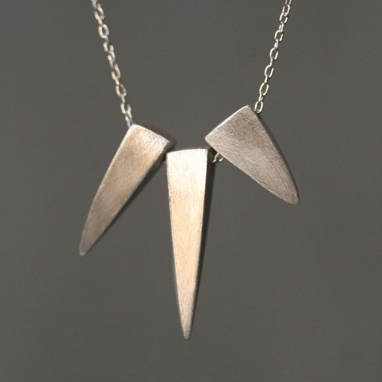 3 spike necklace
