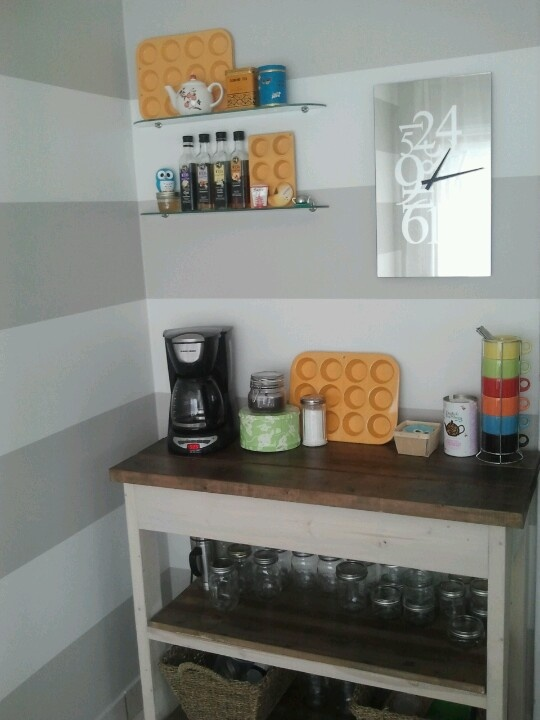 The cafe corner, now with shelves!