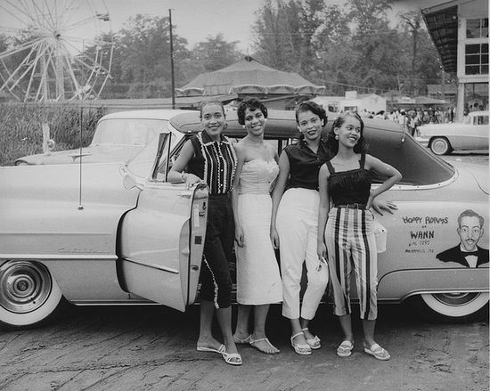Such fun warm weather 1950s looks (l really like third gal from the left's sandals). #1950s #fifties #women #summer #car #vintage