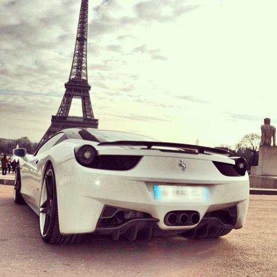 Ferrari 458 italia relaxing in Paris