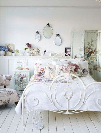 Beautiful Shabby Chic bedroom.  Love the - ideasforho.me/... -  #home decor #design #home decor ideas #living room #bedroom #kitchen #bathroom #interior ideas
