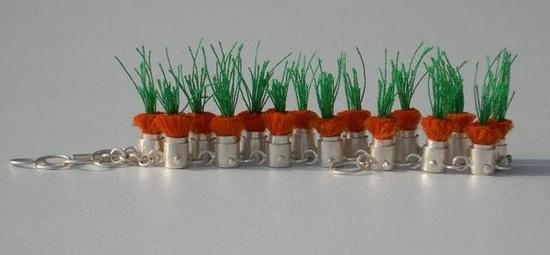 Bracelet Carottes.  Argent, fils textile. dans Les jardinières par Frédérique Trinchese