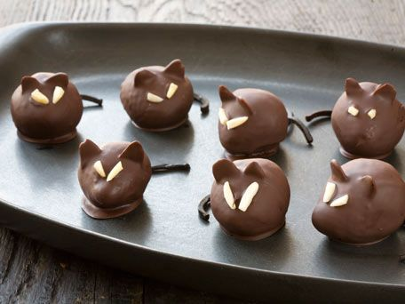 Chocolate Dipped Rats aka Chocolate Dipped Strawberries via kitchendaily: Love the evil eyes! #Chocolate_Dipped_Rats #kitchendaily #Chocolate_Dipped_Strawberries