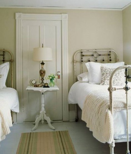 vintage bedroom :) perfect.