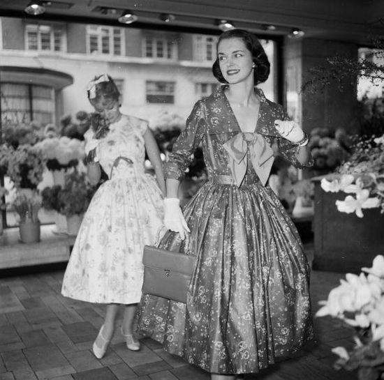 Two debutantes wearing lovely floral dresses, November 1957. #vintage #1950s #fashion #dresses