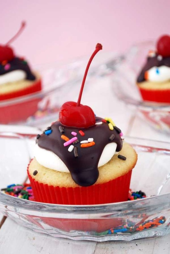 Fashionably Chic Cakes - These High Heel and Purse Cupcakes are Deliciously Girlie