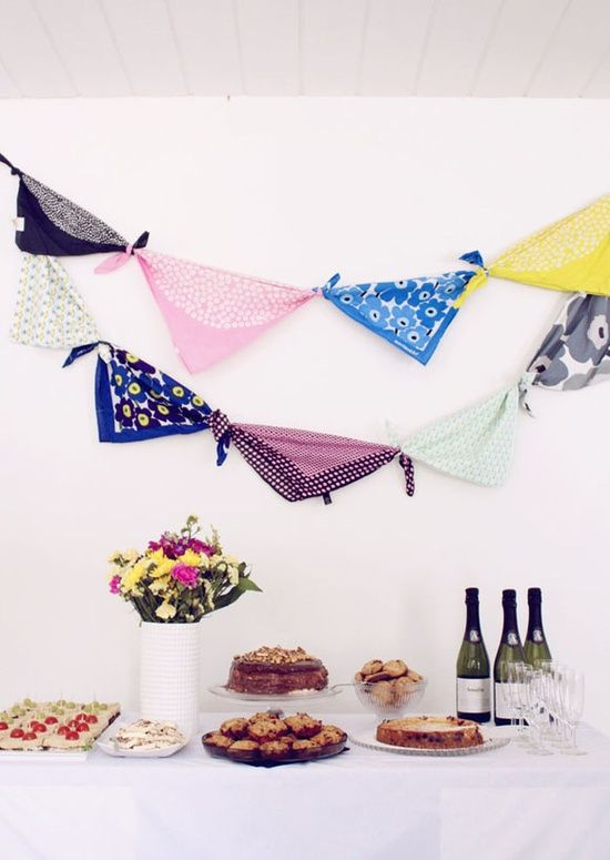 cute // bandana bunting. Perfect and easy decor for a rustic #summer picnic #prepare for picnic #picnic #company picnic