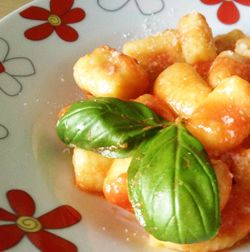 Gnocchi al sugo di pomodoro #italianfood #italianrecipes #foodideas #cooking #recipe #foodporn #gnocchi