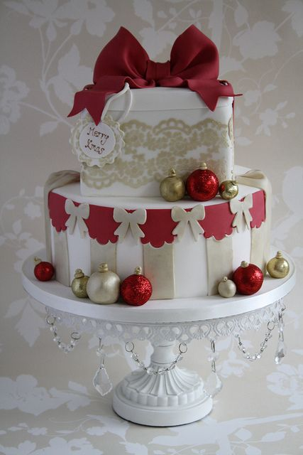 Family christmas cake by Cotton and Crumbs, via Flickr