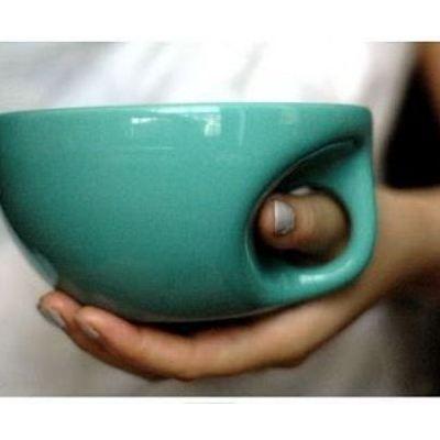 Thumb hole mug