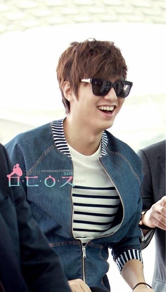 Lee Min Ho airport fashion. Stripes, stripes & denim ?