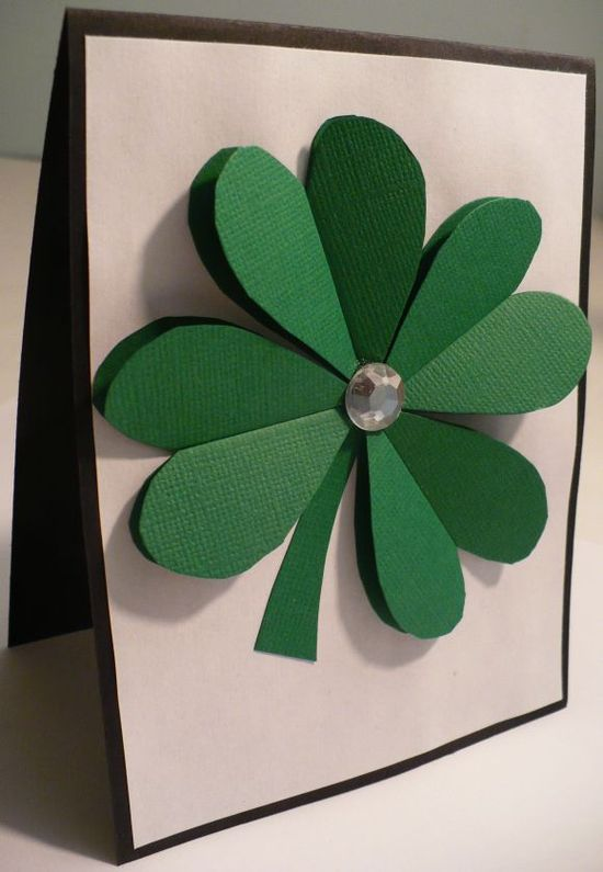 Dollar Store Crafts » Blog Archive » Make a 3D Paper Shamrock