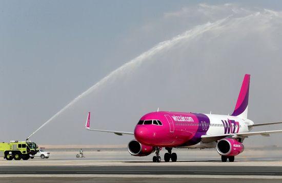 First passengers arrive at Dubai's newest airport , Eu Travel Tips