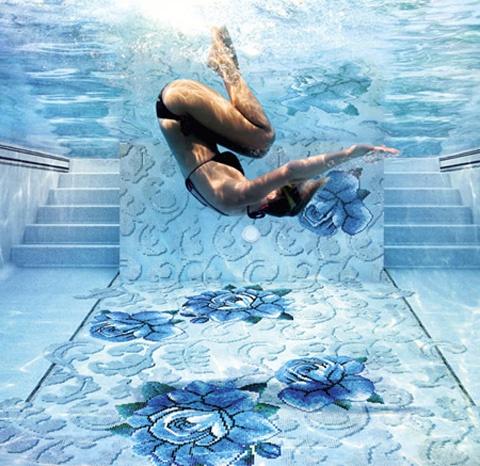 piscina suelo flores