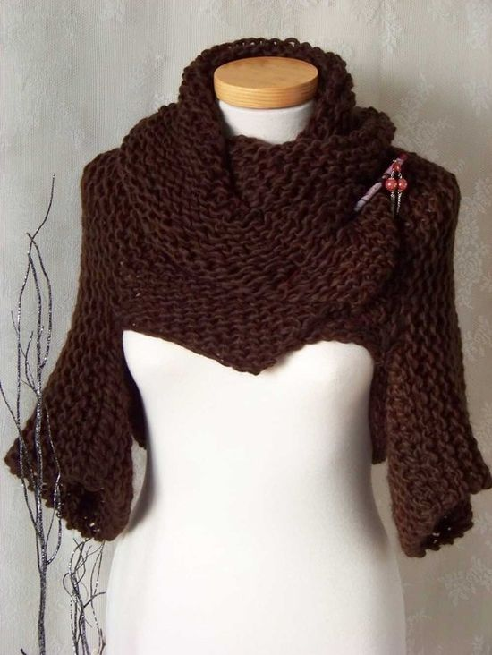 Stylish chunky shrug with big collar and different ways to wear pattern.