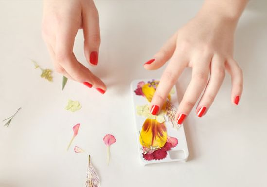 DIY pressed flower iPhone case (can use other pretty things, like photos, as well). #DIY #crafts #iphone #etsy