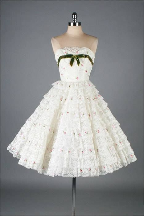 Mid Century Fashion #partydress #vintage #frock #retro #teadress #romantic #feminine #fashion #promdress #petticoat #lace
