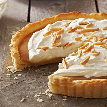 Super rich, sweet, and bursting with flavour: Maple Almond Tart. #tart #pie #food #baking #cooking #maple #fall #autumn #Thanksgiving #cream #almonds