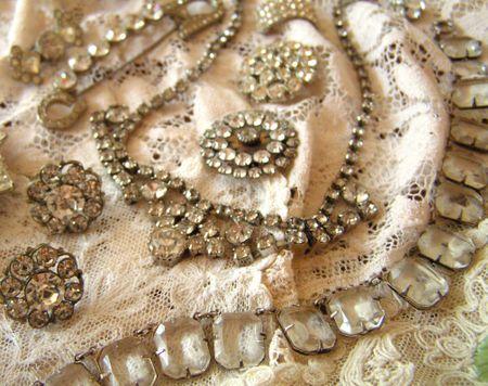 vintage rhinestone jewelry pieces