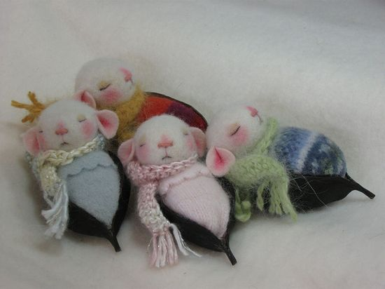 Needle Felted Pod Bed Baby Mice by Feltedmice