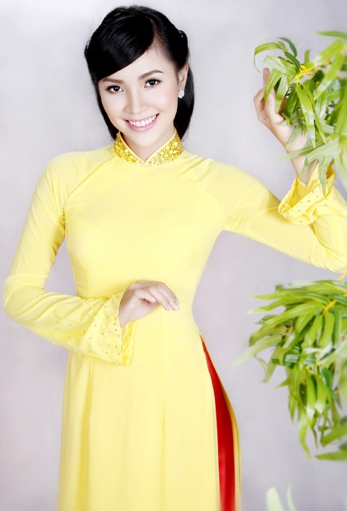 Ao Dai Truyen Thong - TT083 / Beautiful dress, very good price plus 10% off discount, don't miss this chance :) / aodaihoanguyen.co...