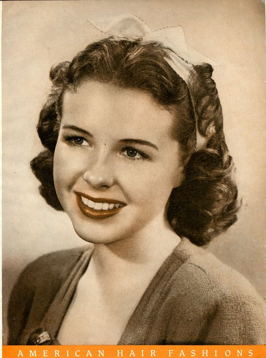 A charming 1940s ribbon adorned hairstyle. #vintage #1940s #hair #fashion