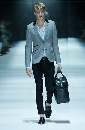 #gucci #2012 mens #fashion show Red piping at the bottom of the trouser!  Magnifique :-*