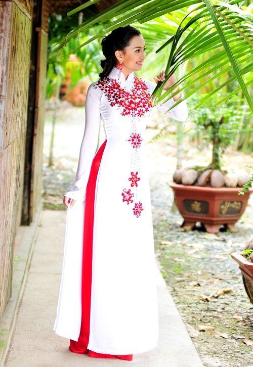 White/Red Ao Dai
