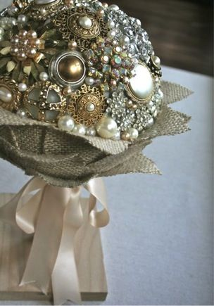vintage-broach-bouquet...have had these on my mind since our trip to Nashville