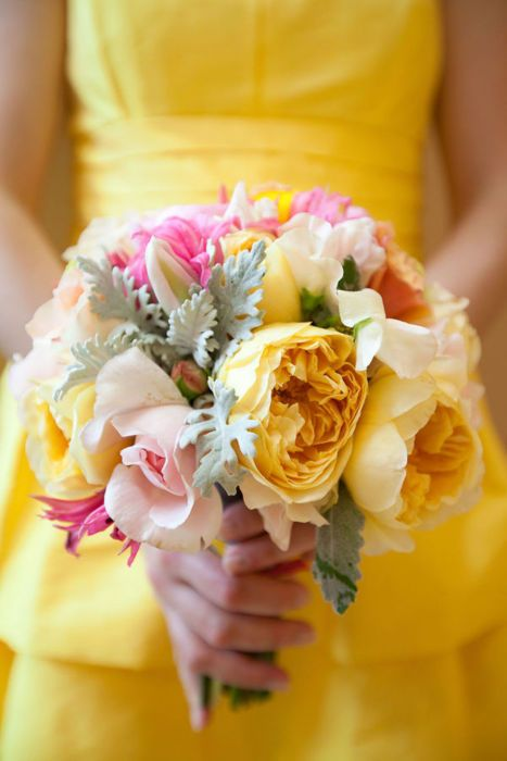 butter yellow and soft pink bouquet