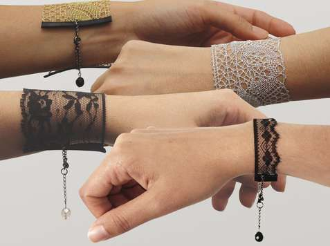 Lace bracelets - I want to learn how to make these. Can't be too hard, can it?