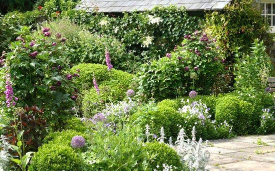 Arne Maynard Garden Design: A garden for a mill house by the river Cherwell