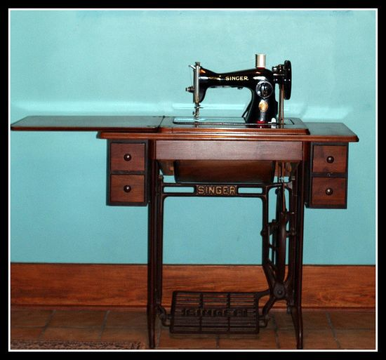 Singer 15-88 treadle sewing machine and cabinet