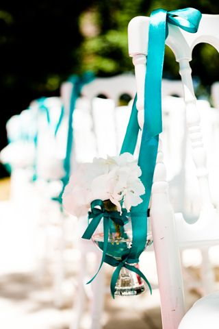 Turquoise wedding decoration - simple and easy to make #wedding #decor #turquoise - For more ideas and inspiration like this, check out our website at www.theweddingbel...