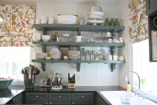 Small kitchen with great storage!!