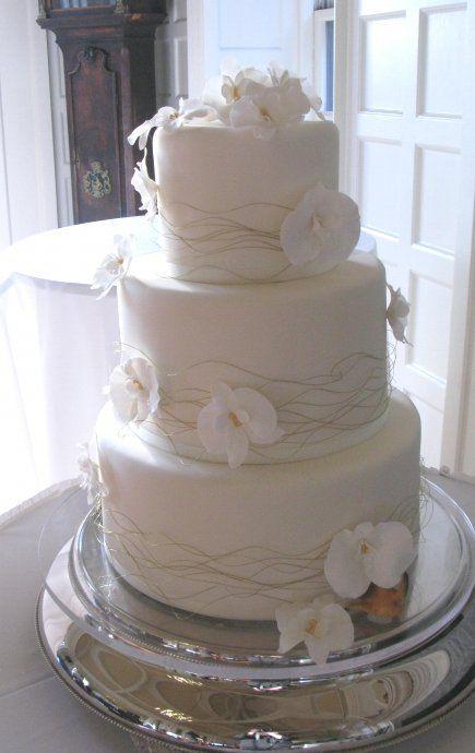 white out Wedding cake