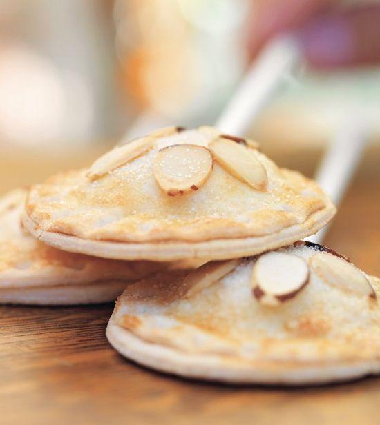 Thanksgiving Dessert- Pumpkin Cheesecake Pie Pops #Recipe #thanksgiving #dessert