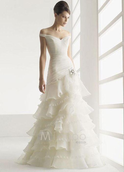 Romantic Victorian wedding dress. Quite possibly my dream dress!